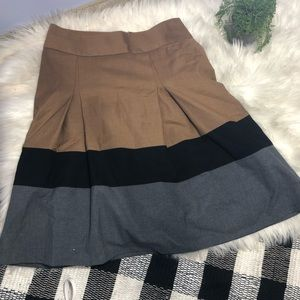 Business casual mid length pleated skirt